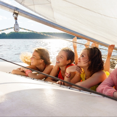 8 reasons why you should hire a yacht for your hen party