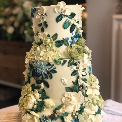 Online cake sculpting and painting classes with Emma Page