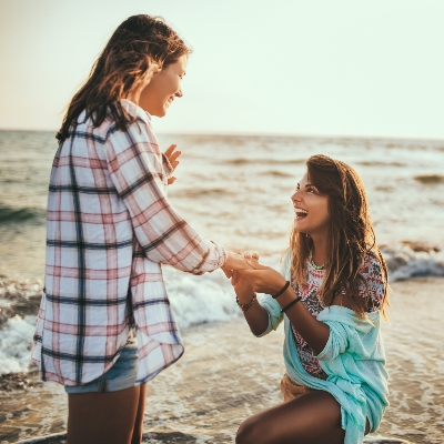 Take the perfect engagement ring selfie