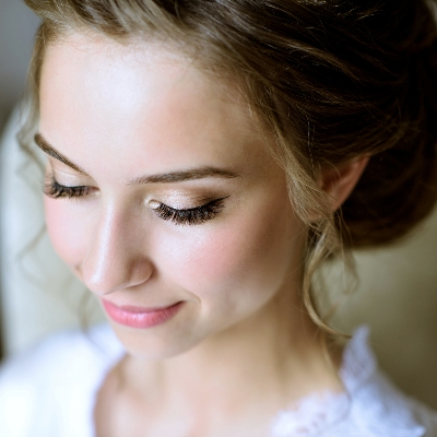 Achieve a fresh-faced bridal look with these professional top tips