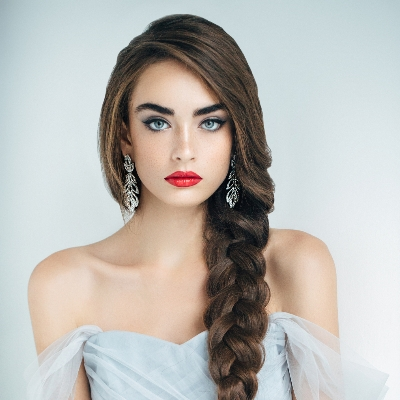Check out these wedding hair and make-up trends for spring/summer 21